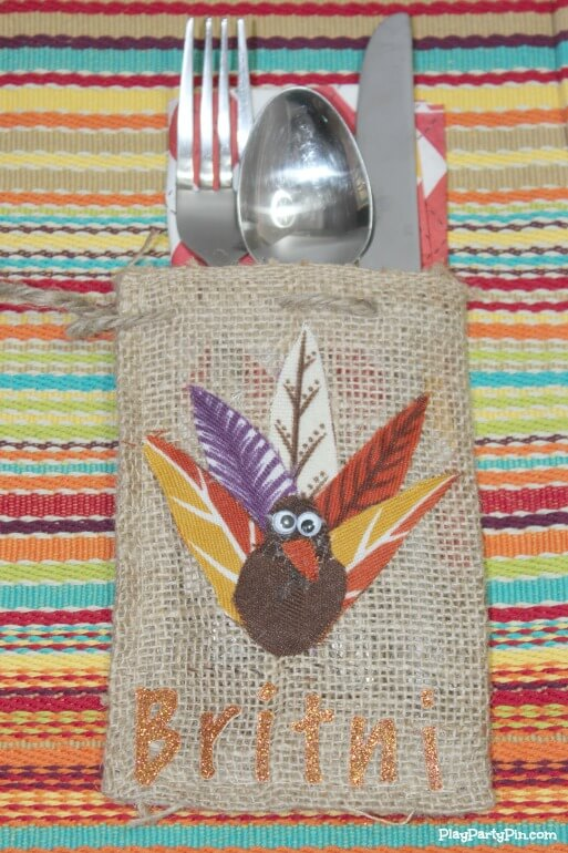 Easy Thanksgiving place cards made in just minutes using fabric, burlap, and a little glue.