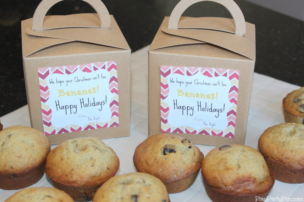 Chocolate chip banana nut muffins and free printable holiday gift chocolate chip banana nut muffins and free printable holiday gift tag playrtyan negle Images