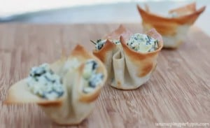 Quick and easy spinach artichoke cups made with #KraftEssentials from playpartyplan.com #shop #cbias