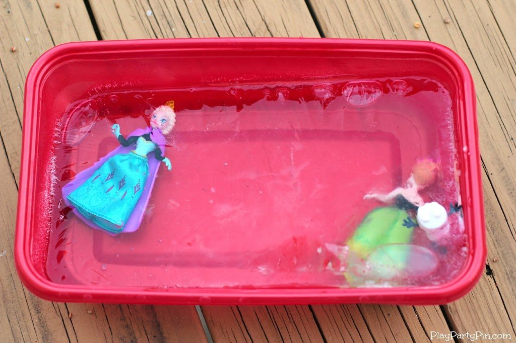 Freeze princesses in ice for fun Disney Frozen games