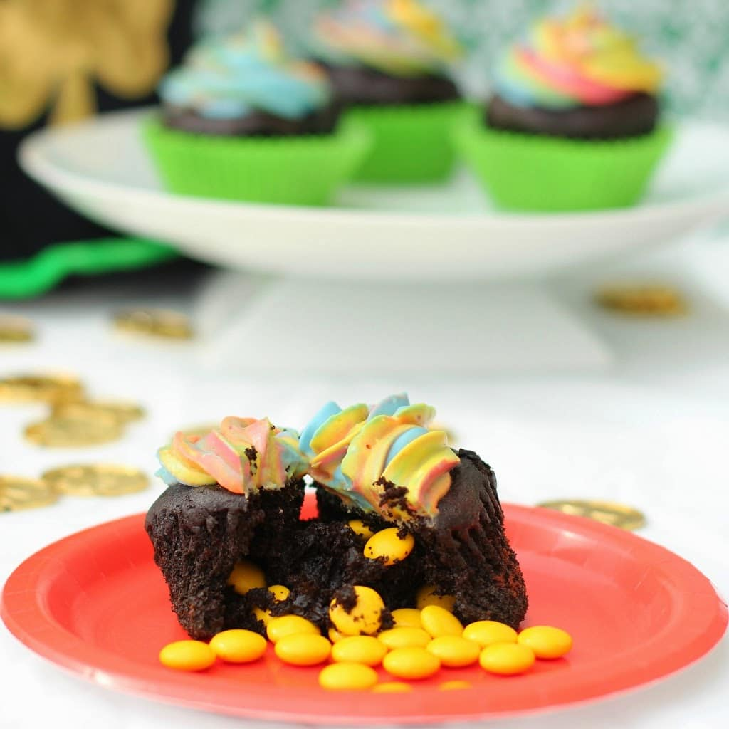 St. Patrick's Day pot of gold cupcakes from playpartyplan.com #cupcakes #StPatricksDay #recipes #chocolate