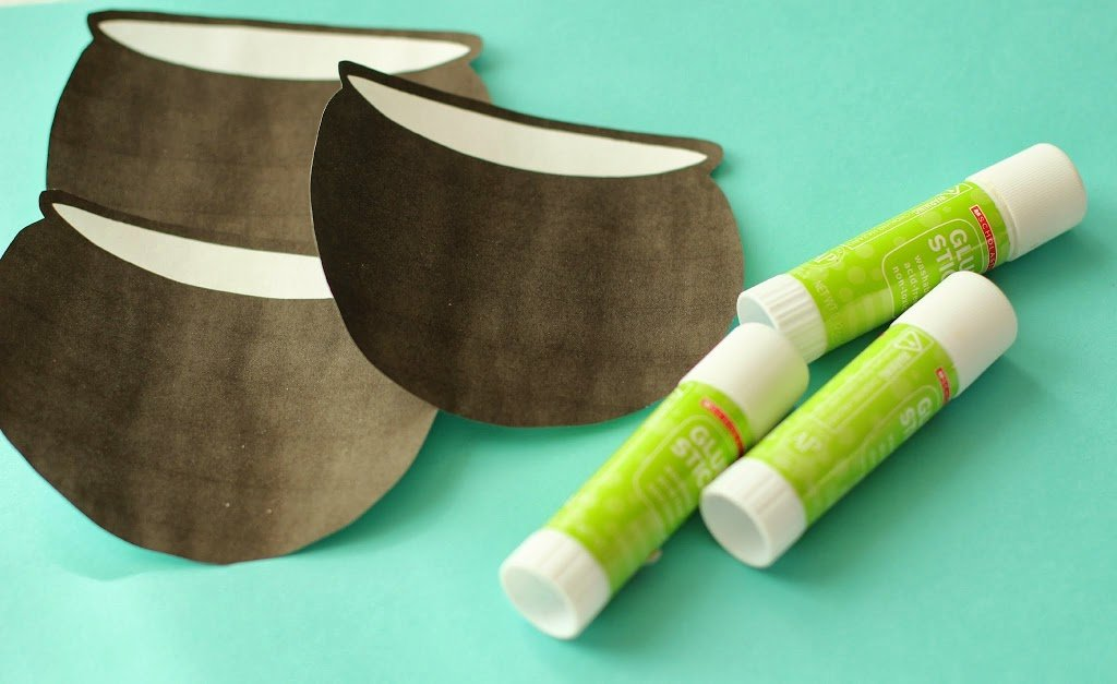 10+ essential tips for planning crafts with kids from playpartyplan.com #colorfulcreations #shop #crafts #kids #StPatricksDay