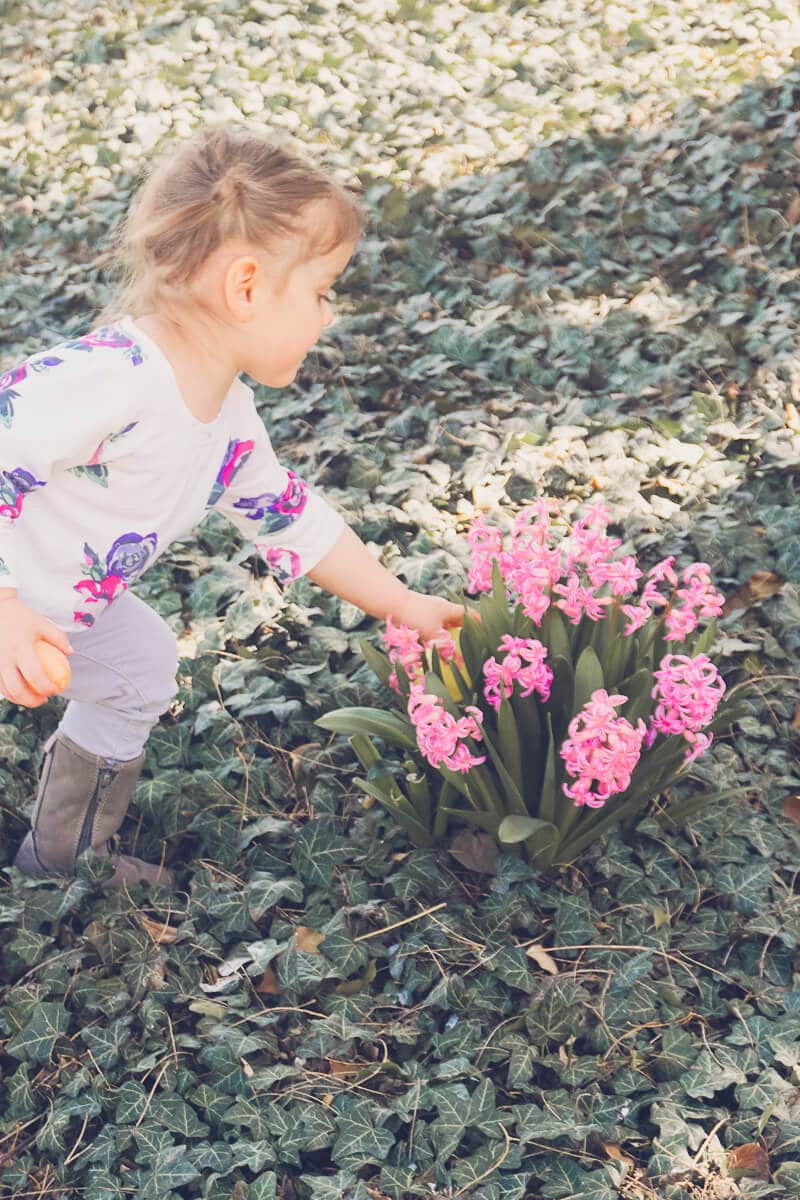10 fun Easter egg hunt ideas that work for all ages - for older kids, for adults, for teens, for toddlers, or even for babies! Children will love the unique spin on an Easter favorite! I'm definitely trying these for our outdoor church Easter Egg hunt and maybe even for our indoor community one!