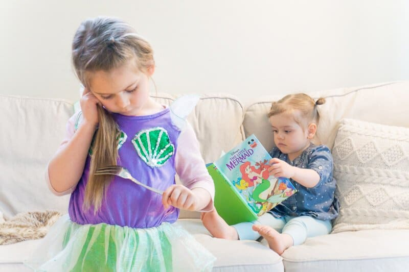 10 fun reading activities and games to make reading fun for kids! Simple and fun ideas for children of all ages! Practicing fine motor skills, science experiments, and fun ideas for teachers (or parents) to use in the classroom or at home! Can't wait to try these with my own boys.