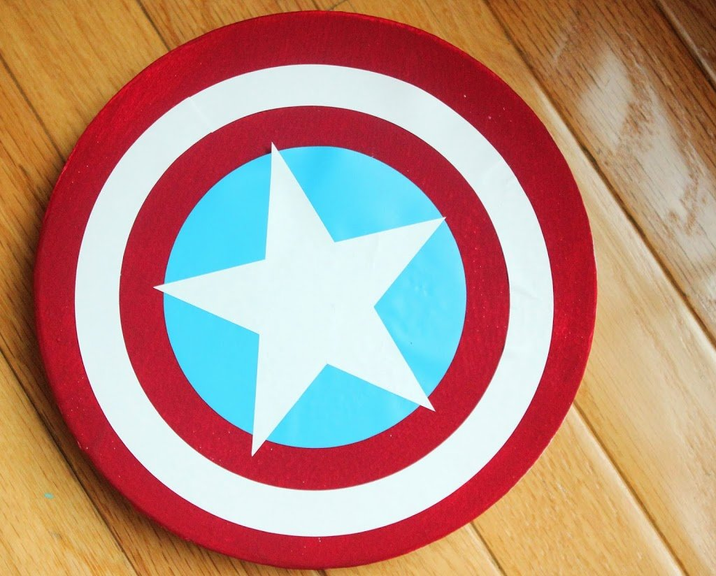 DIY Captain America lunch boxes with a surprise twist - they lids are shields!
