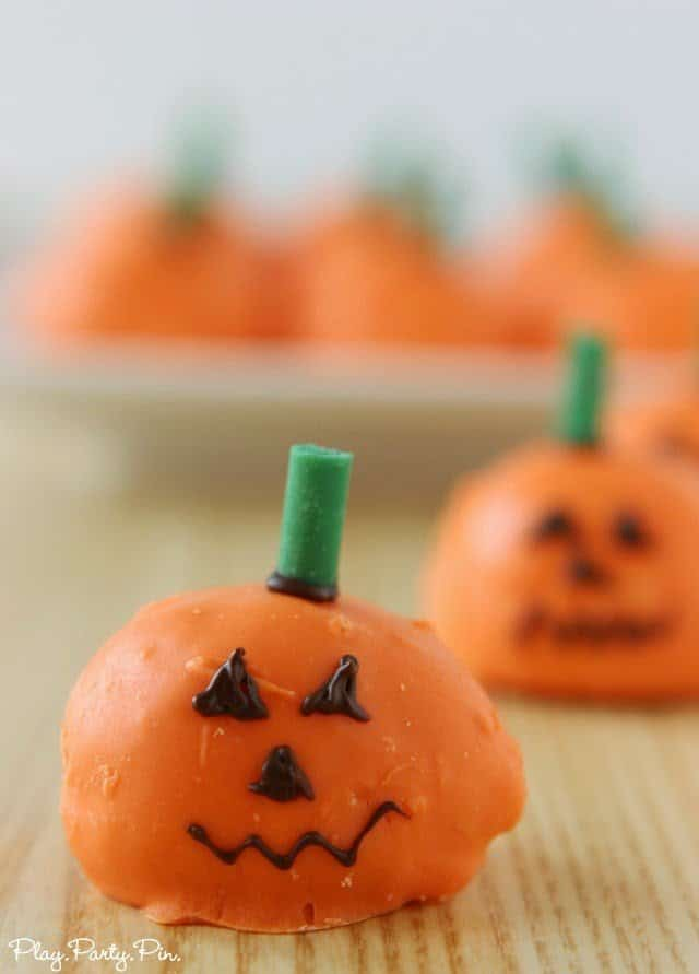 Easy cream puff pumpkins from playpartyplan.com