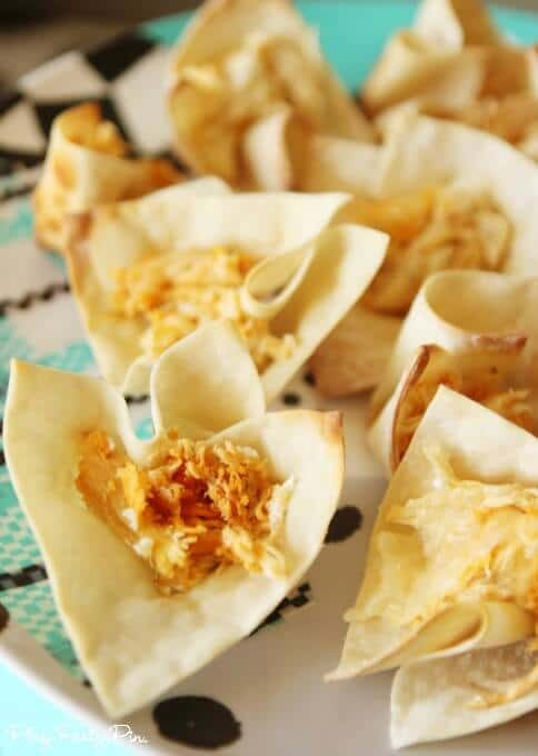 The best buffalo chicken dip wrapped in crispy wonton shells makes the perfect party food, great idea from playpartypin.com
