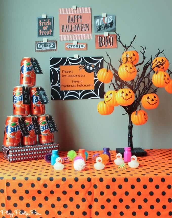 Thanks for pop-ping by, have a Fanta-stic Halloween party favor idea