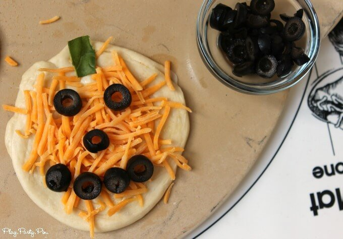 Mini pizza pumpkins make the perfect Halloween party food or Halloween dinner to make with your kids