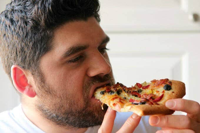 Richie-eating-pizza
