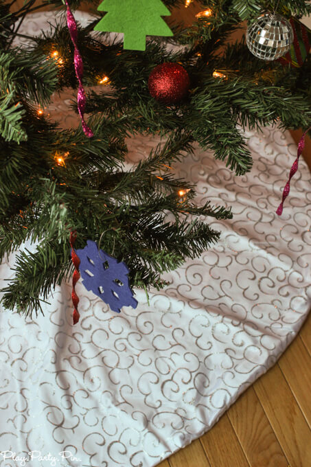 Gliter-tree-skirt (1 of 1)