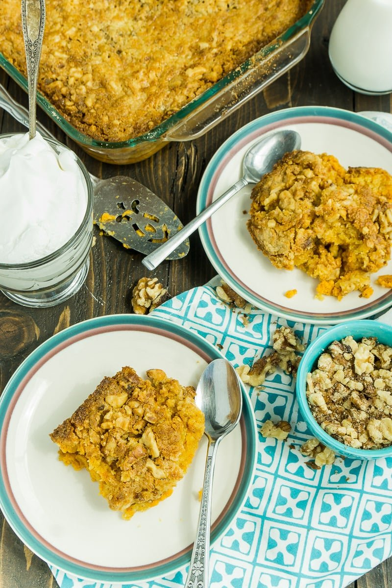 A pumpkin crunch cake that can be made in just a few minutes
