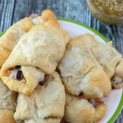 Crescent rolls filled with pesto, prosciutto, and all sorts of other yummy ingredients. The perfect holiday appetizer!