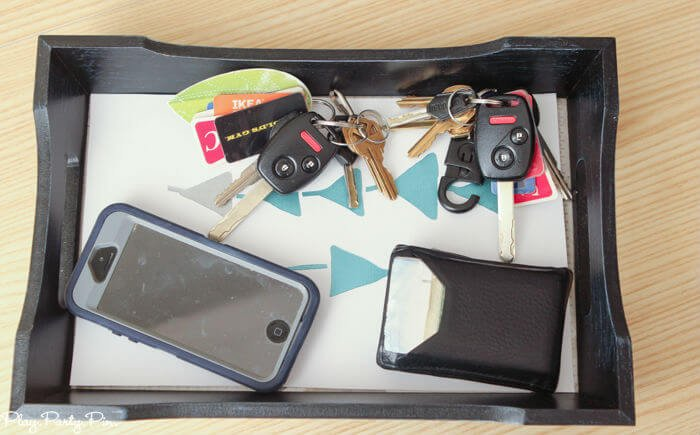 Get organized this new year by making this DIY key tray. Never lose your keys again!