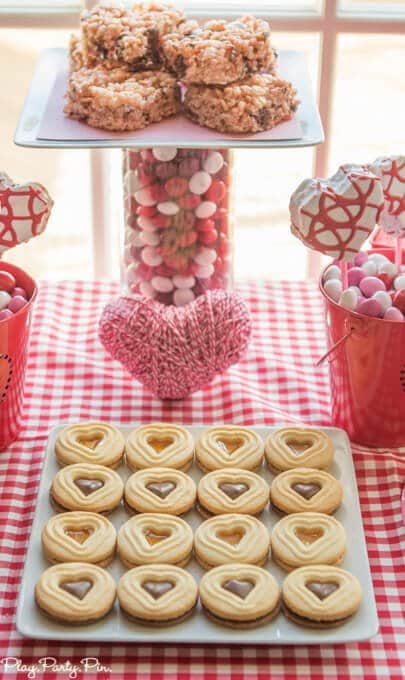 This Craft Your Heart Out girls night from www.playpartypin.com is one of the cutest Valentine's Day party ideas I've ever seen, love it!