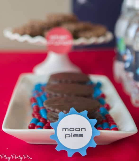 Outer-space-party-food-moon-pies-close (1 of 1)