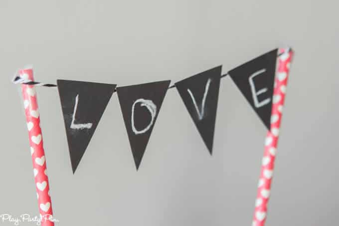 Chalkboard + chocolate Valentine's Day party ideas, also known as a chalklate (chalk + chocolate) party! Such a cute and modern Valentine's day party idea from www.playpartypin.com