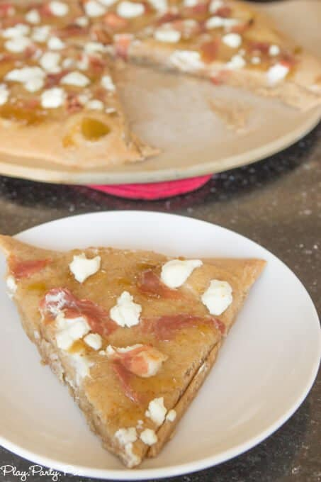 This sweet fig pizza recipe sounds so yummy and love that it's on whole wheat crust so it's a great healthy dinner idea too!