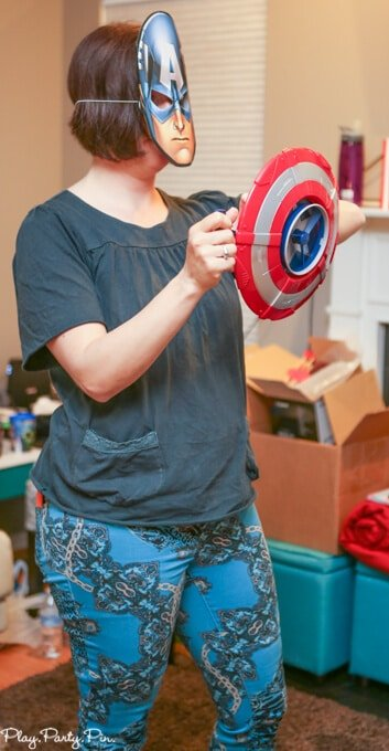 Awesome Captain America shield shooting game idea, love all of these Avengers party games and Avengers party ideas!