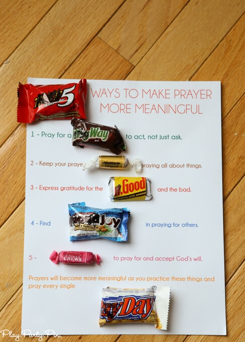 Okay this has to be one of the cutest young women handouts ever, perfect prayer lesson handout idea from playpartyplan.com. Tons of other great young women handout ideas too!