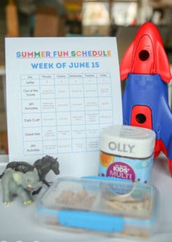Free printable weekly summer schedule with tons of letter activity ideas! Love this idea of planning out your week.