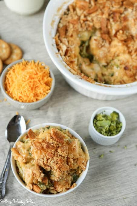 The perfect weeknight dinner recipe, this broccoli cheese and chicken casserole looks amazing!