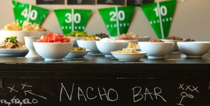 Love this DIY nacho bar with free printables for a football party, how fun are those football playbook printables?