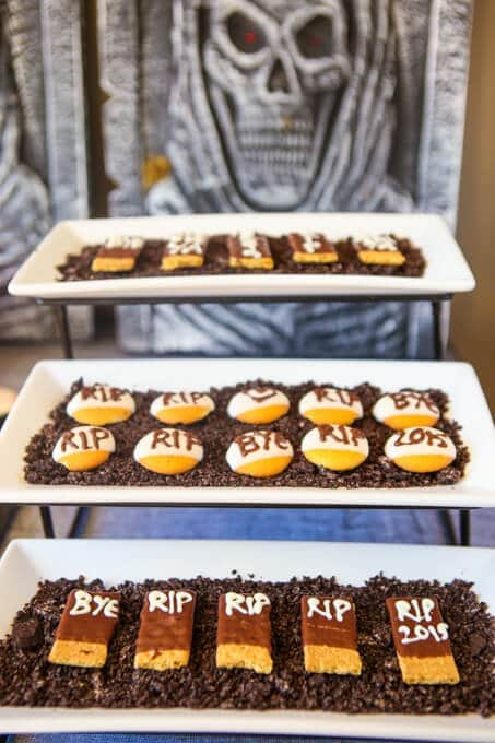 halloween-party-ideas-dig-dessert-grave (11 of 34)