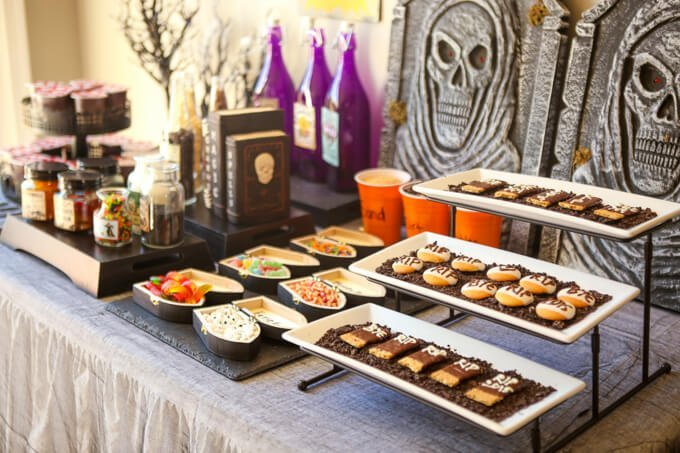 halloween-party-ideas-dig-dessert-grave (13 of 34)