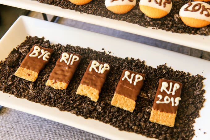halloween-party-ideas-dig-dessert-grave (8 of 34)