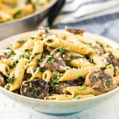 One-Pan Spinach and Artichoke Pasta Recipe
