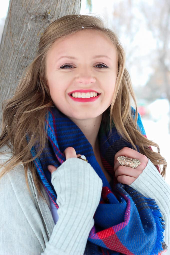 Bye bye summer, hello winter style! These five must-have winter accessories are the perfect way to change up your winter outfits. Everything from new makeup ideas to layering with boots to changing your hair color (hello red hair!) or hairstyle, great tips for surviving the winter with style!