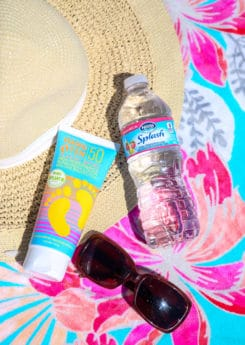 List of 7 beach essentials you should always take with you to the beach, not just during the summer. Great list for women, for teens, for a family beach vacation, or even just a weekend at the beach. I'm definitely going to add these to my beach packing list!