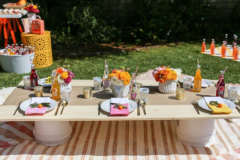 Tons of great ideas to host a fun backyard bash! Everything from easy games to cheap decorations and the cutest sunset themed invitations. Perfect ideas for a birthday, an outdoor party, or any other time you feel like entertaining. I absolutely love the drink station and how their decorations and food are inspired by the sunset! Can't wait to try this party idea!