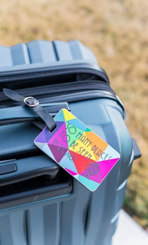 Simple DIY luggage tags for gifts