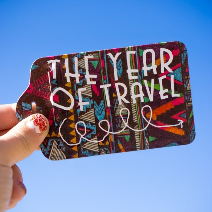 Simple 2018 luggage tags make great New Year's Eve favors