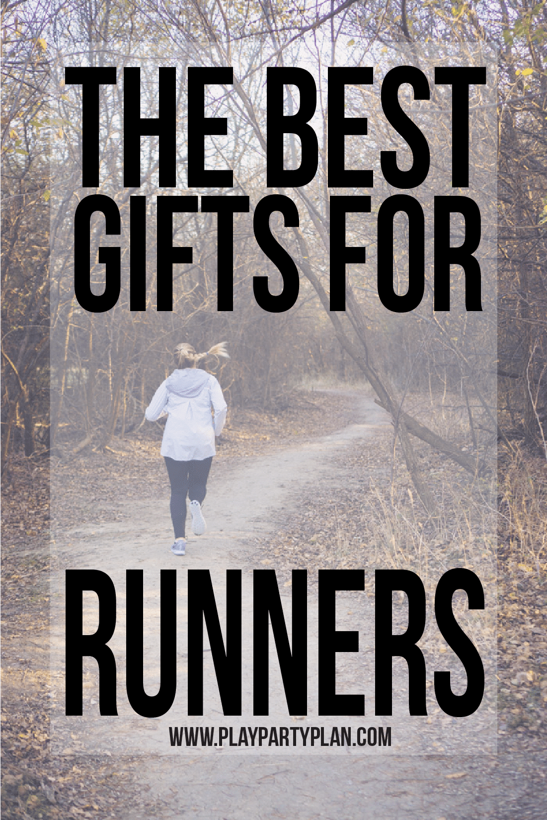 The best Christmas gifts for runners! Looking for running gifts for women in your lives? These are great gift ideas whether you're looking for something small and cheap or looking for something bigger and cute to wear while they run cross country! via @playpartyplan