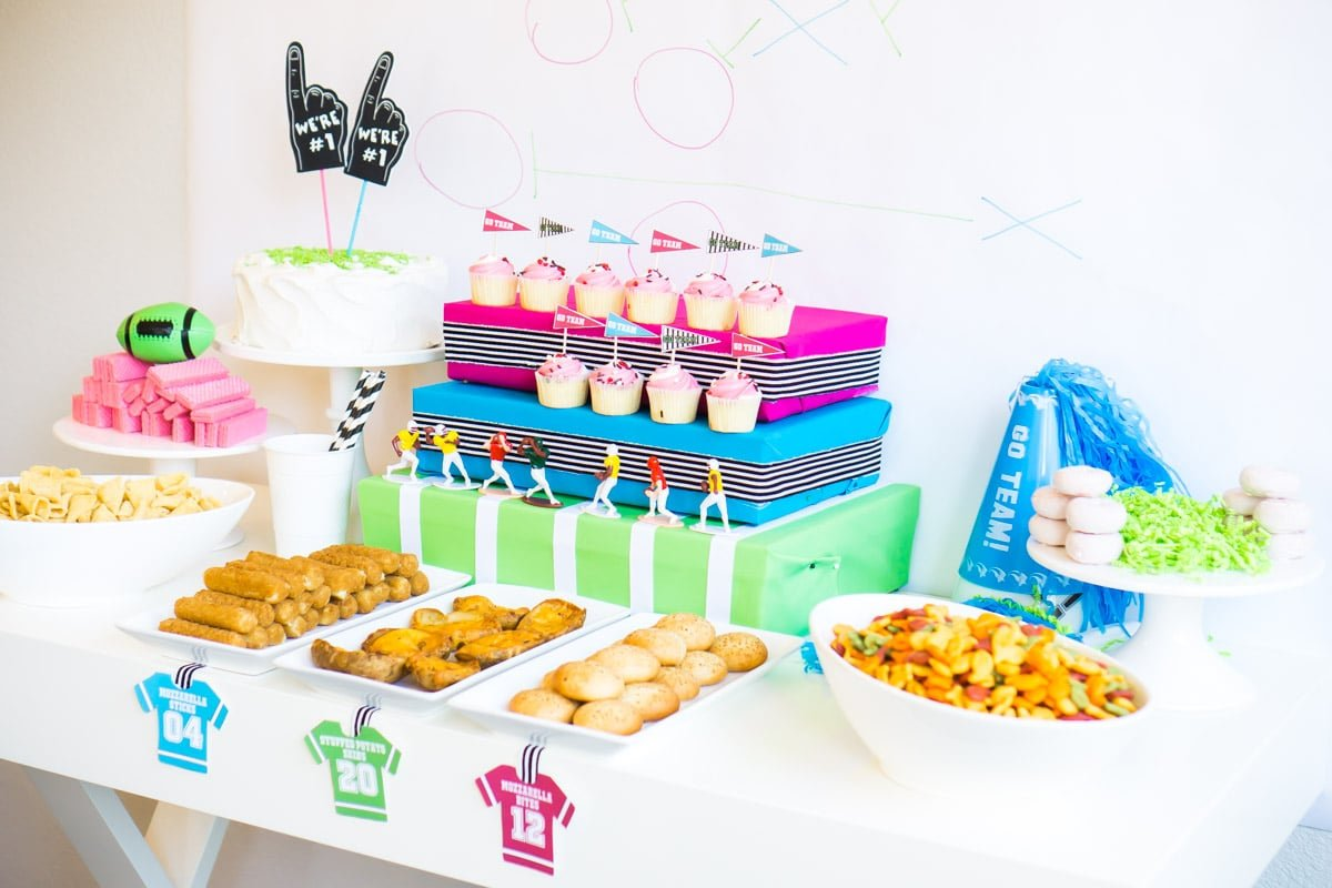 Cute game day party ideas that incorporate team colors