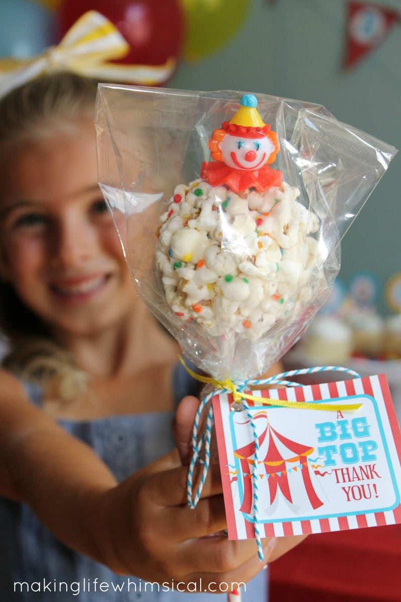 Free circus party printable with a cake pop