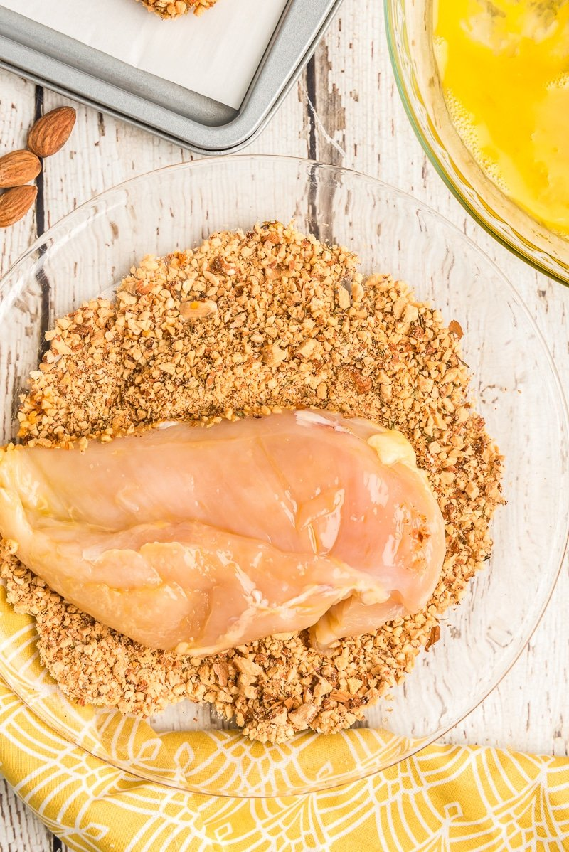 Coating almond chicken with almonds