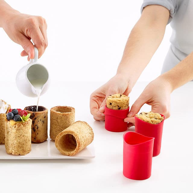A cookie cup kit is one of the best gifts for foodies