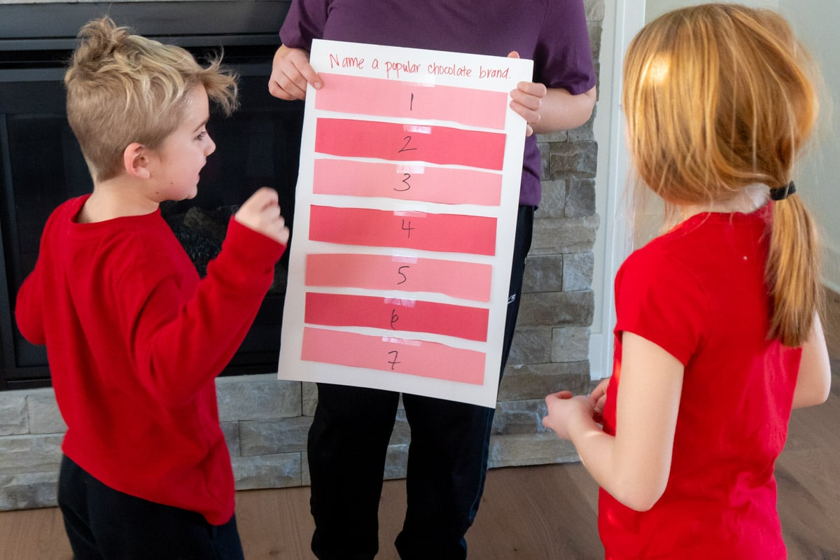 Kids playing Valentines family feud
