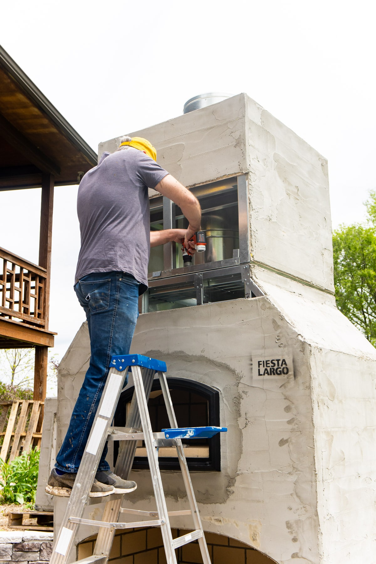 Adding chimney to an outdoor brick oven