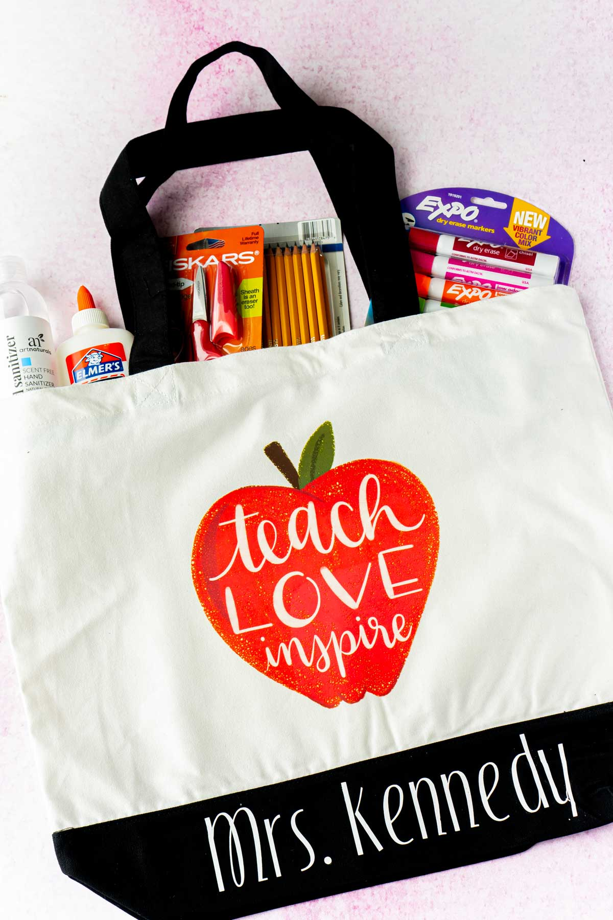 Tote bag with an apple and teacher quote on it
