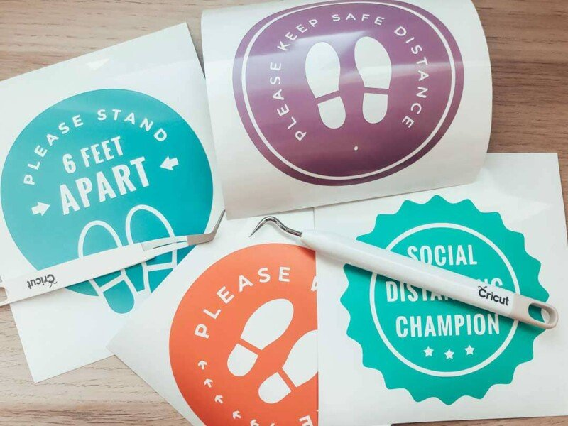 Four vinyl social distancing signs for a classroom