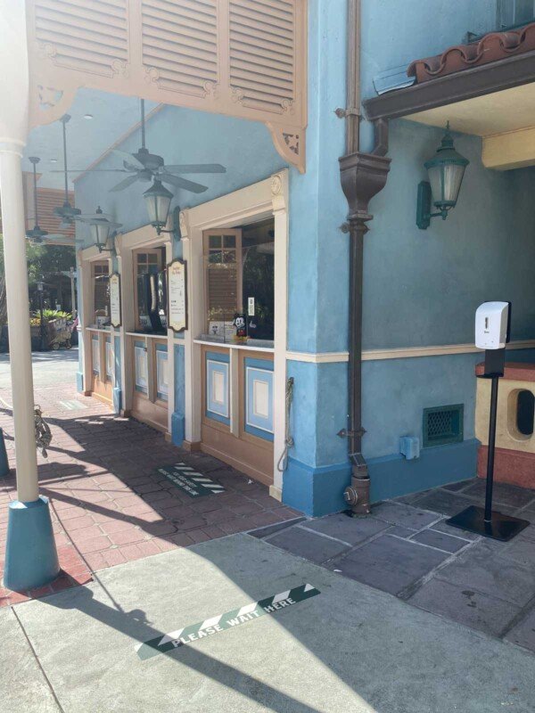 Empty line at Disney World restaruant