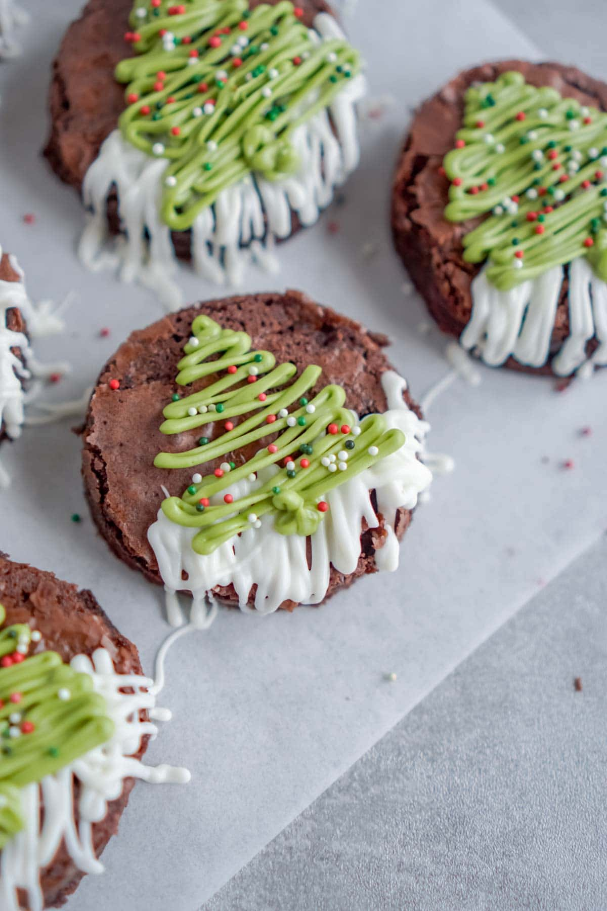 The Cutest Christmas Tree Brownies - Play Party Plan
