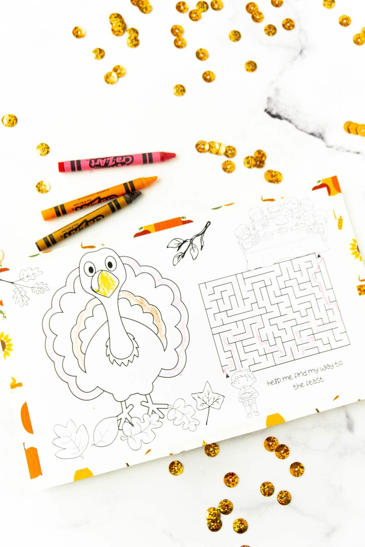 Turkey and Thanksgiving maze in a placemat for kids
