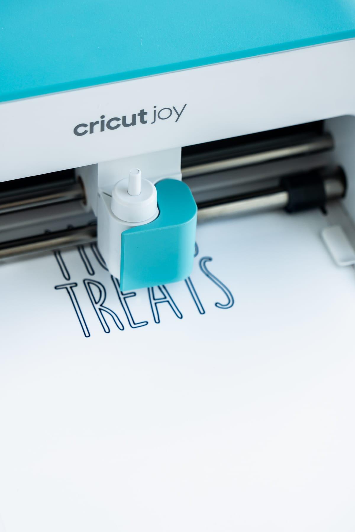 Cricut Joy writing on a label
