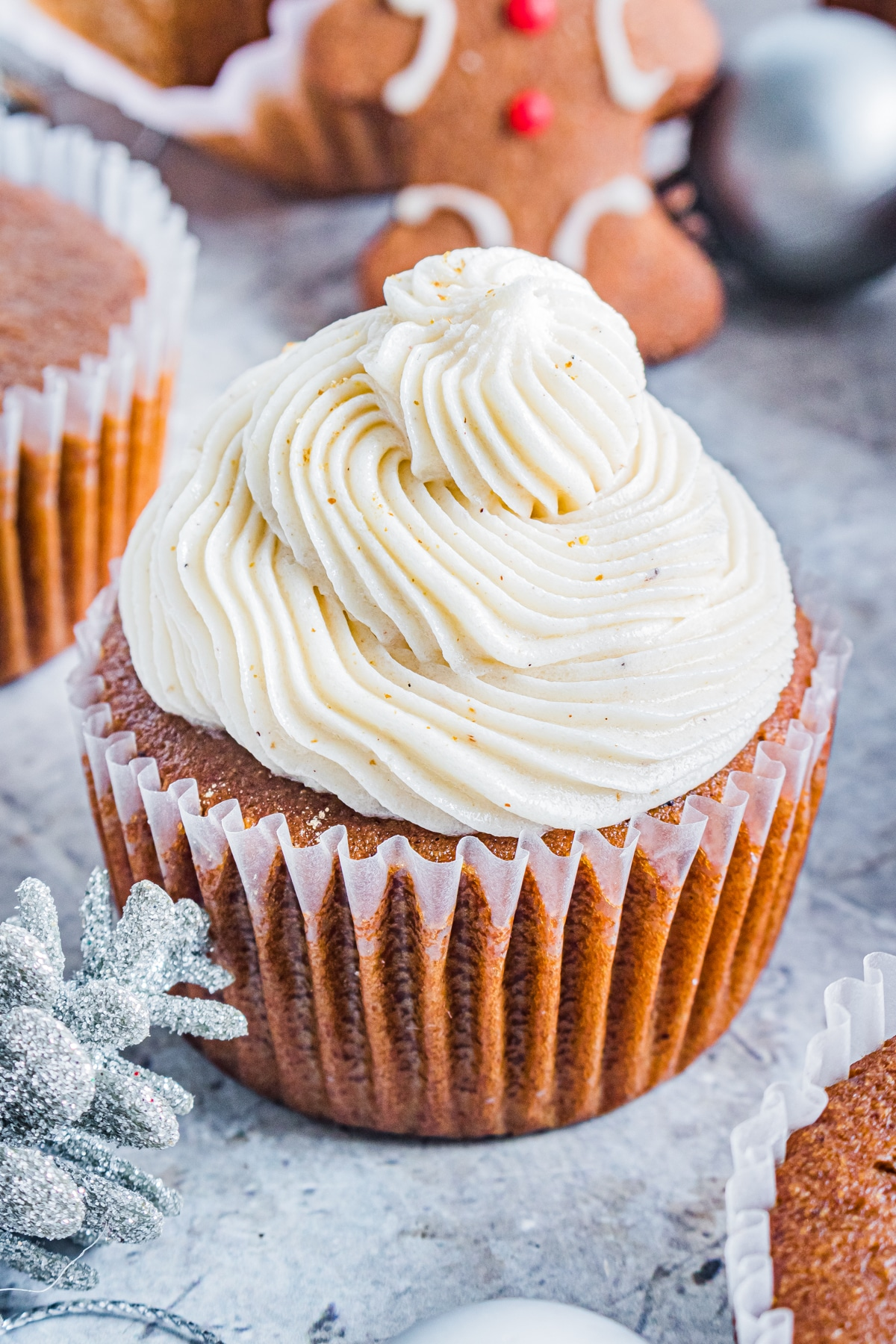 gingerbread cupcakes with spiced buttercream